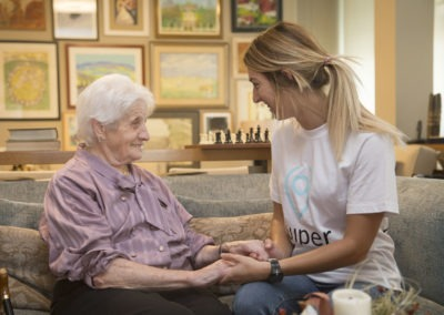 Ayuda a las personas mayores