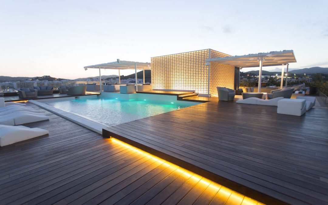 Piscina en el tejado Hotel Aguas de Ibiza